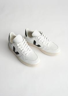 Veja Sneakers - White Black - Veja - & Other Stories Veja Trainers, Veja Sneakers, Kurt Geiger, Veja V 10, Zara, Casual Look, Looks Style, Cow Leather, Retro Fashion