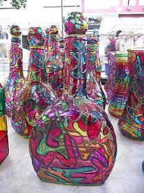 Bem, agora foquei na pintura de garrafas pintadas com verniz vitral. Gente, é muito lindo esse trabalho. A princípio vou mostrar as minhas...