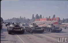 Romanian People's Army main battle tanks rolling through Aviators' Square in Bucharest at the 1964 Romanian Liberation Day Parade. Romanian People, Romanian Revolution, Liberation Day, Warsaw Pact, Armed Conflict, Military Armor, Soviet Army, Tank Destroyer, Battle Tank