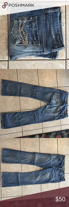 Super comfy BKE culture Buckle jeans!! There is some minor wearing on the bottom of the jeans from walking but very well taken care of! They are 31x31.5 - fairly relaxed fit too. BKE Jeans Boot Cut