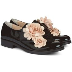 Pokemaoke Black Patent Flower Derby Brogues ($255) ❤ liked on Polyvore featuring shoes, oxfords, black cut out flats, patent leather oxfords, cut out flats, flat shoes and black patent oxfords
