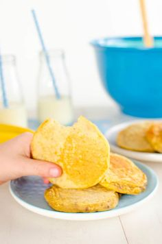 Banana Oat Pikelets for kids and babies Sugar free snack. Mini Pancakes Perfect finger food sweetened only with fresh fruit Easy To Make Snacks, Healthy Meals For Kids, Healthy Baking, Kids Meals, Banana Oatmeal Pancakes, Banana Oats, Mini Pancakes, Waffle Recipes, Baby Food Recipes