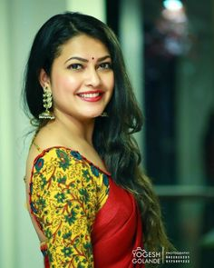 The Beautiful looking ❤️ ❤ priyanka barve ❤ . In Frame Beautiful Girl Indian, Most Beautiful Indian Actress, Beautiful Saree, Beauty Full Girl, Beauty Women, Black Beauty, Saree Photoshoot, Cute Girl Photo, Indian Beauty Saree