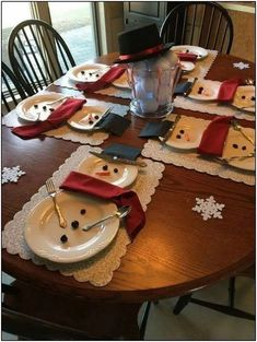 Getting smart with elegant christmas party table decorations ideas 6 Home Decor and Design Inspiration Getting smart with elegant christmas party table decorations ideas November 2019 at in Get Easy Holiday Decorations, Christmas Table Centerpieces, Christmas Table Settings, Tree Decorations, Candle Centerpieces, Homemade Christmas Table Decorations, Holiday Decorating, Christmas Decorations For The Home Living Rooms, Diy Centrepieces