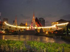 Wat Yannawa (boat temple), Bangkok, Thailand, at dusk. Photo: Pat Hinsley