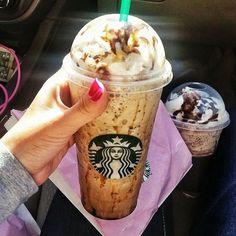 20 Starbucks Drinks You Had No Idea Were Real Starbucks Fall Drinks, Starbucks Flavors, Starbucks Secret Menu Drinks, Starbucks Caramel, Starbucks Frappuccino, Starbucks Order, Starbucks Hacks, Yummy Drinks, Yummy Food