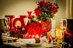 Decoração romântica para o dia dos namorados. Letreiro LOVE com luzes de LED, Rosas vermelhas, Velas e muito amor <3 Formosinha Decorações