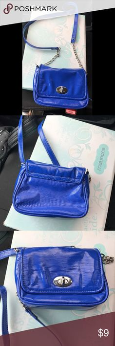 Royal Blue Purse! Adorable blue purse in good condition. Used as an off the shoulder or a cross body purse. Accessories