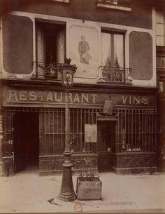 """Le restaurant """"Au Tambour"""" au n° 63 du quai de la Tournelle, vers 1900. Une photo d'Eugène Atget / © BnF  (Paris 5ème)"""