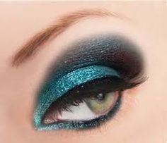 Gorgeous teal glitter eye shadow.