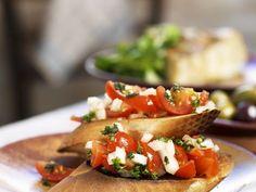 Crostini mit Tomaten, Zwiebeln und Petersilie ist ein Rezept mit frischen Zutaten aus der Kategorie Fruchtgemüse. Probieren Sie dieses und weitere Rezepte von EAT SMARTER!