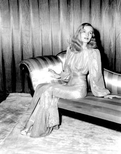 Veronica Lake rocks the dress Hollywood Star, Vintage Hollywood, Hollywood Glamour, Classic Hollywood, Veronica Lake, Verona, 1940s Outfits, Cecil Beaton, Vintage Gowns