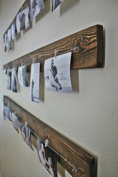 Rustic wall picture display - you can get the line and clips at Ikea in a whole set. Love the wood behind. Ideas Decorar Habitacion, Chalet Chic, Photo Deco, Wall Decor, Room Decor, Wall Art, Photo Displays, My New Room, Picture Wall