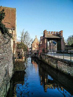 Envie de visiter Bruges ? Ça tombe hyper bien, j'en parle ici ! (Et c'était fantastique !)  http://naturopathie-lyon.fr/bruges-city-guide-du-paume/ …