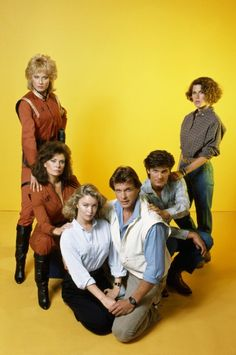 Still of Jane Badler, Marc Singer, Faye Grant, June Chadwick, Blair Tefkin and Jeff Yagher in V (1984)