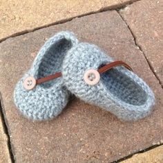 Named after the baby girl these little crochet shoes were first designed for, Ezra Grays show a unique style that incorporates the soft look of gray with brown leather. If you would like to buy a p…