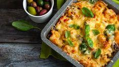 Zapekané tuniakové cestoviny s olivami | Recepty.sk Bolognese, Tostadas, Bechamel Recipe, Churro, Fusilli, Tzatziki, Tofu, Vegetable Pizza, Pesto