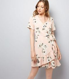 "Create a chic look on casual days this summer with this wrap front dress. Try complementing with sandals to finish.- V neckline- All over floral print- Frill trim- Wrap front- Simple short sleeves- Casual fit that is true to size- Mini length- Luisa is 5'8""/173cm and wears UK 10/EU 38/US 6"