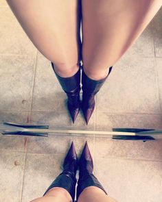 High Heel Boots, Knee Boots, Heeled Boots, Pictures Of High Heels, Shoe Selfie, Botas Sexy, Fashion Shoes, Women's Fashion, Long Boots