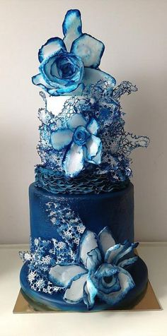 Denim - by luciasimeone @ CakesDecor.com - cake decorating website..... OMG!!!! Breathtaking!!! @tina cray  beautiful Winter Wedding cake???.....