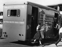 I remember this from when I was a kid (1950s-1960s). Biblioteca Rodante (Mobile Library) in Puerto Rico.