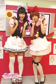 Now it's time for one of popular events at maid cafe, Janken (paper-rock-scissors) competition ♪