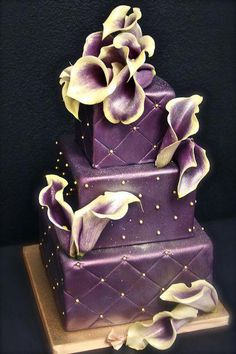 I found a bigger, higher-resolution pic of this cake that I love, so I'm replacing the old one. I love designers who can pull off purple cakes! This one should have been my wedding cake - it matches my bouquet perfectly. Purple Cakes, Purple Wedding Cakes, Beautiful Wedding Cakes, Gorgeous Cakes, Pretty Cakes, Cute Cakes, Amazing Cakes, Gold Wedding, Beautiful Flowers