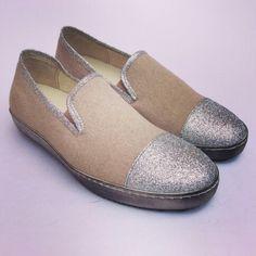 Modello PANTOFOLA in canapa e brillantini argento con suola sportiva ( possibilità anche di personalizzarla in cuoio o gomma ) #manentishoes #madeinitaly #shoes #scarpe #artigianale #pantofola #personalizzate #canapa #argento