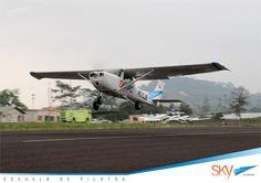 Es el momento para que despegues hacia tu destino,  ser #Piloto Escríbenos info@skyecuador.com o 0969063172 WhatsApp