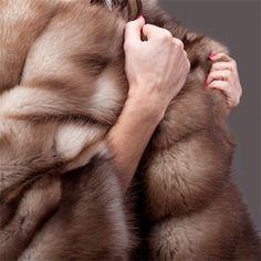 Туника изготавливается из меха лесной куницы, по фирменной технологии Struzzo FurCoat, используя формализацию и полировку меха, которая повышает устойчивость к влаге и делает цвет меха более насыщенным