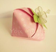 Caja con forma de fresa para recuerdos