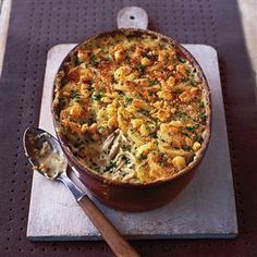 Creamy chicken, chive and mustard gratin recipe. This is a really comforting dish with a flavoursome, creamy filling and a crunchy topping. Perfect if you have some mustard and stale bread to use up. Tartiflette Recipe, My Burger, Cooking Recipes, Healthy Recipes, Tasty Meals, Cooking Ideas, Yummy Recipes, Free Recipes, Gratin Dish