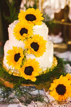 sunflower wedding cake #sunflowers #yellowwedding #weddingchicks http://www.weddingchicks.com/2013/12/30/farm-style-wedding/