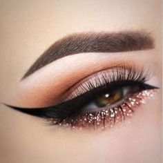 Eyeliner is one of the best type of eye makeup that helps to enhance your eyes and make it look more beautiful. By applying eyeliner you can accentuate your eyes…View Post Eye Makeup Tips, Makeup Goals, Skin Makeup, Makeup Inspo, Makeup Ideas, Makeup Brushes, Makeup Hacks, Makeup Eyeshadow, Makeup Routine
