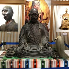 奈良のアンテナショップにて坐像に出会う