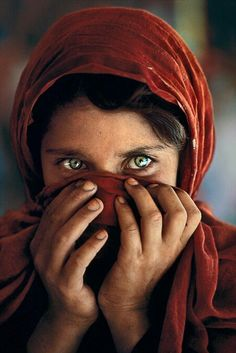 """""""Afghan Girl""""- Steve McCurry [Fotograf] """"She's got the whole world in her eyes"""""""
