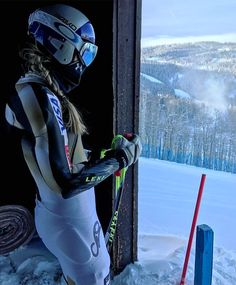 Lindsey Vonn couldn't move her hand after crashing but is set to race again - The Washington Post
