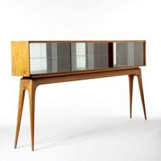 GIANNI VIGORELLI - Vetrina su console in legno di pero massello, vetri e specchi. Piano superiore in vetro retro dipinto. 1949