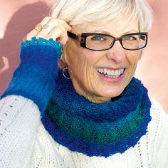 Handledsvärmare och tubsjal i matchande garn. Crochet Necklace, Crochet Pattern, Barbie, Blog, Fashion, Potholders, Knitting Socks, Threading, Moda