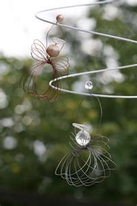 Easy craft wire ornaments.  Check out Linda's Craftaholics Anonymous blog