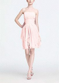 A simple silhouette gets a modern update for a look that is ultra feminine. Flowing chiffon cascades from the waist to shape loose, romantic layers. Pleated bodice adds dimension and flatters all figures. Soft chiffon moves with the body to create a mesmorizing overall look. Fully lined. Back zip. Imported polyester. Dry clean only. Available in our exclusive 43 color palette. Available in sizes 2-30 in stores. Get inspired by our colors. A sheer, flowing fabric that drapes well on the…