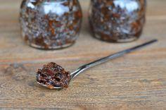 Bacon Jam ist pures Gold. Die Bacon-Marmelade ist süß, herzhaft, würzig, salzig, scharf, crunchy und doch cremig. Speck-Marmelade selbst gemacht, so geht's!