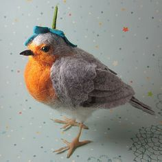 Amazing needle felted robin... the details are stunning... this artist also uses polymer clay for dainty details that can't be rendered in wool very easily.