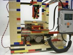 3D printer...made out of Legos!Join the 3D Printing Conversation: http://www.fuelyourproductdesign.com/