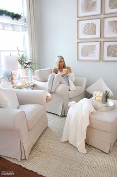 Styling My Coastal Living Room for Winter — House Full of Summer - Coastal Home & Lifestyle Glam Living Room, Coastal Living Rooms, Rugs In Living Room, Living Room Designs, Living Room Decor Elegant, Cottage Living, Coastal Cottage, Cozy Christmas, Christmas Coffee