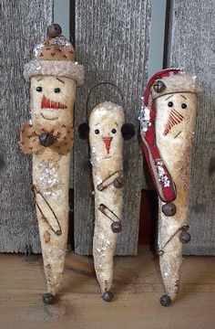 --especially fun for those who have a country or primitive Christmas theme. Christmas Items, Country Christmas, Christmas Snowman, Christmas Projects, Winter Christmas, Father Christmas, Primitive Snowmen, Primitive Crafts, Wooden Snowmen