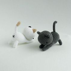 Free pattern- download PDF here. Pattern by Little Bear Crochets. These are Shadow and Dottie from Neko Atsume! Free pattern to crochet these adorable cats :) #nekoatsume #littlebearcrochets #amigurumi