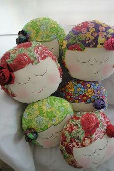 What cute pillows Cute Cushions, Cute Pillows, Diy Pillows, Decorative Pillows, Fabric Crafts, Sewing Crafts, Sewing Projects, Diy And Crafts, Arts And Crafts
