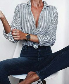 classy striped bluse with dark blue jeans