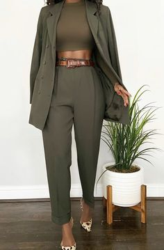 Clueless meets 🌱 New arrivals will be live on the site Sunday at CST Suit Fashion, Fashion Looks, Fashion Outfits, Woman Outfits, Looks Chic, Looks Style, Classy Outfits, Stylish Outfits, Mode Ootd